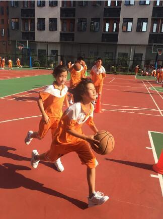 """【兴趣课堂】黄广小学篮球提高兴趣班孩子的""""小篮球,大梦想"""""""